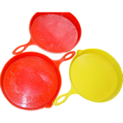 3 Plastica North Wales PA Penna-Dutch Spoon Drip Pans Plastic Yellow Red Skillet Shaped
