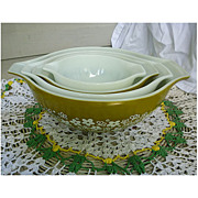 SALE Pyrex Crazy Daisy Cinderella Nested Mixing Bowls Set