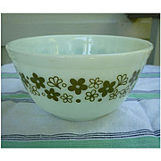 Pyrex Spring Blossom Green Beaded Edge Nested Mixing Bowl 402  1 ½ Qt