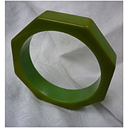 SALE Great Green Octagon Chunky Bakelite Bangle Bracelet