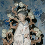 Lladro #4807 Japanese  Geisha  *Retired