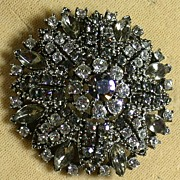 Vintage 1950's Weiss Rhinestone Round Pin in Grey & Clear