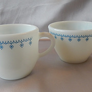 Pyrex Snowflake Garland Creamer and Sugar