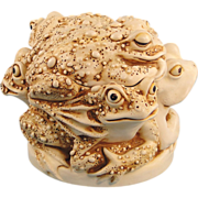 Harmony Kingdom Toads Rather Large Huddle Treasure Jest Box