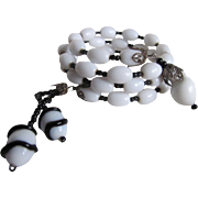 SALE Vintage Unsigned Miriam Haskell Black & White Art Glass Memory Wire Bracelet