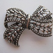 "SALE Vintage Hobe Signed ""Ribbon"" Silver Tone Pin Brooch"