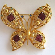 Avon Gold Tone Faux Pearl and Rhinestone Butterfly Brooch/Pin