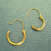 Singular 14K Yellow Gold Petite Hinged Hoop Earrings (2)
