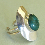 Beautiful Modernist Sterling Silver Green Turquoise Ring