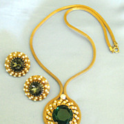 Stunning Vintage Emerald Glass & Faux Pearl Necklace and Earrings
