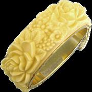 Lovely Vintage Molded Plastic Floral Gold Tone Bracelet