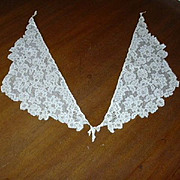 Old Ivory Lace 2 Pc Triangle Collar Pieces