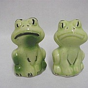 SALE Green Frogs Salt and Pepper Set