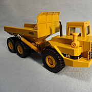 Die Cast Caterpillar Model D350D Articulated Dump Truck