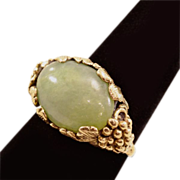 Exquisite Vintage 14K Gold Ring With Grape Cluster Detail and Jadeite