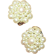 SALE Vintage, simulated pearl cluster earrings. VG, unmarked