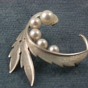 SALE Estate Mikimoto 5 Cultured Pearl Sterling Brooch