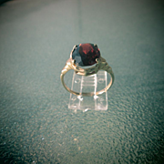 10kt Yellow Gold Vintage Oval Garnet Ladies Ring