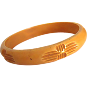 SALE VINTAGE deep carved butterscotch bakelite bangle C40's