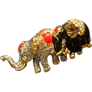 SALE VINTAGE Mother and baby elephant pin in Enamel with  rhinestones