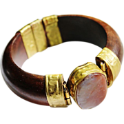SALE VINTAGE Domed wood bracelet with brass and polished agate gemstone