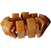 SALE VINTAGE BAKELITE Stretch bracelet with wedges and brass spacers in swirled butterscotch