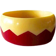 SALE VINTAGE Laminated Lucite Zig Zag bangle in lipstick red and rich yellow