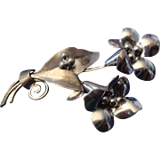 SALE VINTAGE STERLING silver pin/brooch depicting a pair of floral bouquets