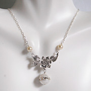 Wedding Necklace- Wedding Jewelry- Bridal Jewelry-Fresh Water Pearl And Flower pendant Necklac