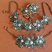 Vintage Jewelry Blue Glass Necklace Bracelet and Fur Clip