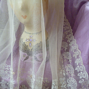 Pretty antique French embroidered tulle off white veil  : floral foliage motifs : Compagnie de