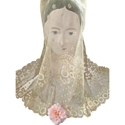 SALE PENDING Delicious 19th century French bride's tulle lace wedding veil : floral motifs