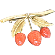 Darling Vintage 14k Gold Coral Strawberry Brooch Pin