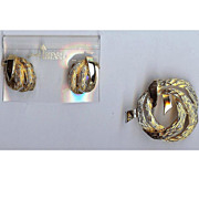 REDUCED Vintage Trifari Gold tone Christmas Wreath - Brooch and earring set. Mint 1960s