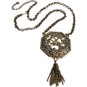 Lisner pendant necklace Lion rampant chain tassel