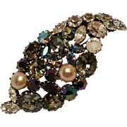 Austria rhinestone pin simulated pearl cabochon