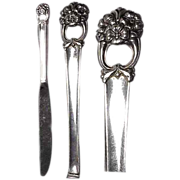 """( 2) 1941 Eternally Yours Silverplated 9 & 1/4"""" Knife by 1847 Roger Bros"""