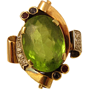 SALE Vintage 1940s 14k Yellow Gold & 6 ct Green Peridot Ring