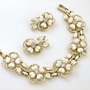 Kramer Bracelet & Earrings White Thermoset Plastic Flowers