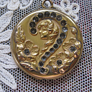 Art Nouveau Locket in Gold Fill