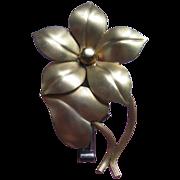 Lugene Lorgnette Clip  Golden Flower Motif