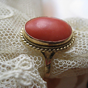 SALE Vintage Italian 18K 750 Coral Ring, Fine estate Jewelry