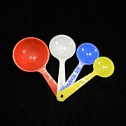 SOLD Vintage Colorful Plastic Measuring Spoon Set