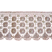 Old Lace with Circles and Fan Design