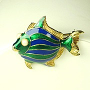 SALE Ciner Enamel Smiling Fish Pin with Imitation Pearls