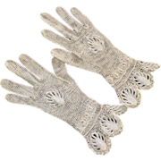 REDUCED Vintage Never Worn Hand Crocheted Ecru Gloves Great Details