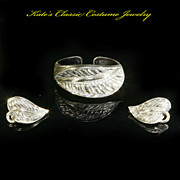 Tortolani 'Tropical Leaves' hinged Cuff Bracelet & Earrings -- Silver Plated Pewter -- 50s