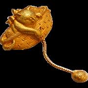 SALE Jonette Jewelry ~ Cat in Basket w/ Ball of Yarn Goldtone Brooch/Pi