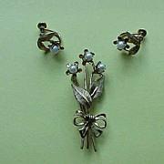 Van Dell Pearl Set - Brooch and Screw-Back Earrings