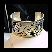 Sterling Silver 1 1/2 inch Silver Cuff with Bear Claw Decoration